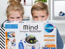 Einer der fertigen Social Media Posts mit den Models und dem MIND Designer Roboter
